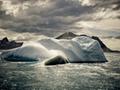 氷山と曇り空