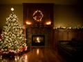 暖炉とツリーのある部屋