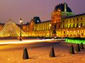 夜のルーブル美術館(フランス)