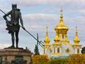 銅像とピョートル夏の宮殿(ロシア)